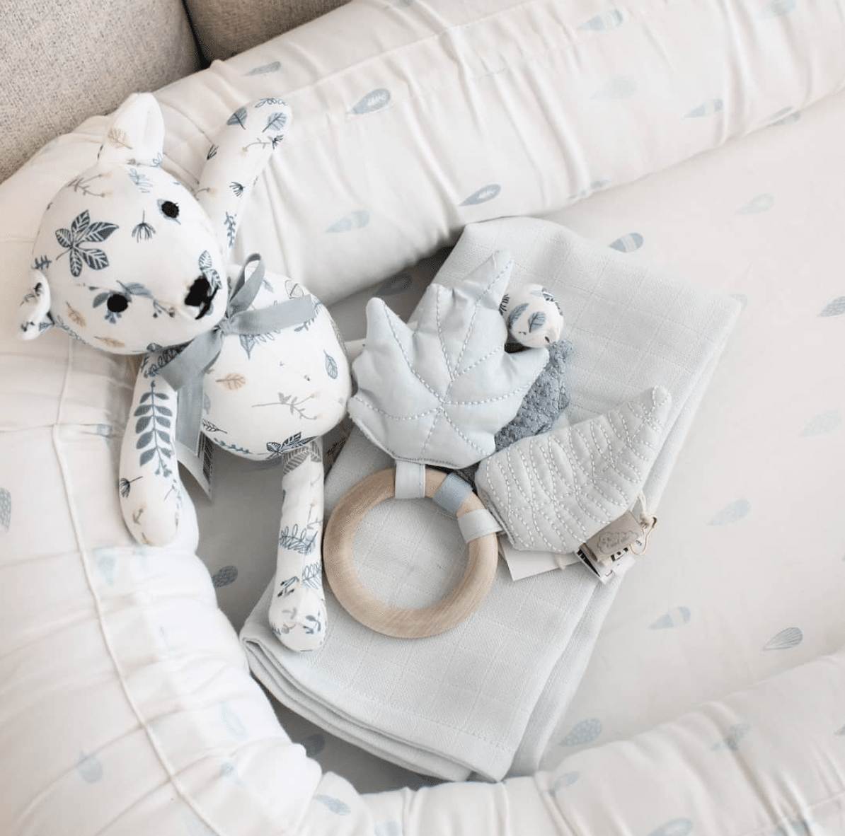 Raindrops baby nest with muslin and toys